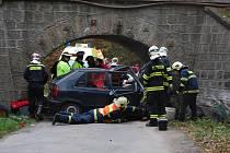 Modrá Škoda Felicia byla po nehodě nedaleko Obory totálně zničená. Podle svědků nehody řidič telefonoval a nezvládl řízení. Škody policisté odhadli na čtyřicet tisíc korun