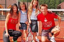 Patrik Ježek se svojí manželkou Ivetou a dcerami Vanesskou (vlevo) a Yvetkou