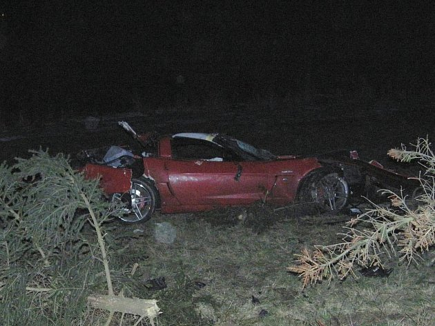 Nehoda omezila v sobotu 27. února 2010 provoz na silnici I/20. Červená corvetta skončila v příkopu, přibližně padesátiletý řidič utrpěl jen lehká zranění a záchranka jej odvezla do nemocnice.