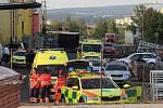 Vyšetřování nehody čtyřmístného vrtulníku Robinson, který se zřítil na nevyužívanou výrobní halu v plzeňské čtvrti Nová Hospoda poblíž Domažlické ulice.