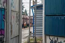 Život nezletilé dívky si vyžádala v pátek před osmou hodinou ranní nehoda v Plzni-Skvrňanech, když ji při přebíhání kolejí srazilo pendolino..