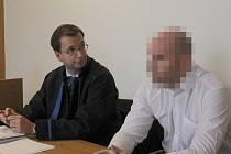 Pavel S. se svým obhájcem u soudu