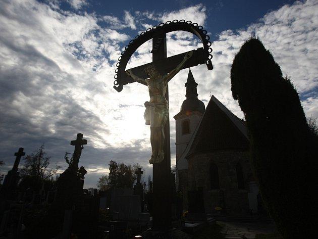 Náladu v podzimní Plzni zachytil náš fotoreportér ve Smetanovo a Kopeckého sadech na hřbitově u sv. Jiří