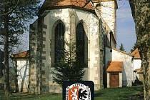 Obálka nové přínosné a čtivé knihy, kterou vydalo Občanské sdružení Hůrka a Radyně ve Starém Plzenci.  Najdeme tady nejen rotundu z 10. století, ale také další kostely