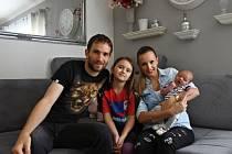 Marek Bakoš a manželka Monika, dcera Laura (8 let) a syn Matias (6 týdnů).