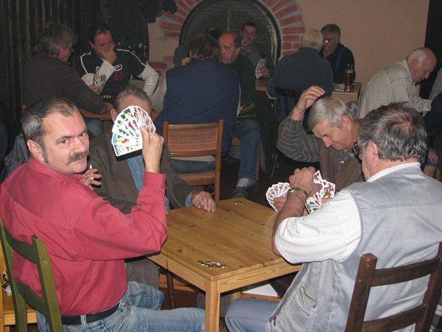 Milovníci mariáše změřili své hráčské schopnosti v Nepomuku, kde se v sobotu konalo páté kolo soutěže Jižanský pohár ve voleném mariáši.