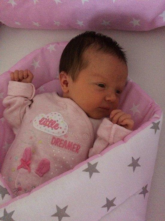 Adéla Průšková se narodila 3. srpna mamince Janě a tatínkovi Miloslavovi zBoru u Tachova. Po příchodu na svět vplzeňské FN vážila sestřička dvouleté Kateřinky 3340 gramů a měřila 50 centimetrů.