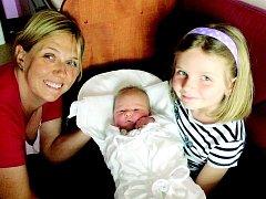 Rodiče Andrea a David Radovi z Dlouhé Louky se radují z narození  Adriany (4,14 kg, 52cm), která přišla na svět 25.4. ve 3:53 jako tisící miminko roku 2015 ve FN. Velkou radost má ze své sestřičky čtyřletá Klárka, která pomáhá mamince s chováním.