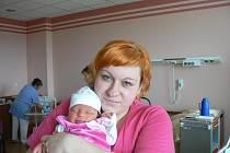 Nela (3,58 kg, 49 cm) se narodila 8. dubna v17.00 hod. ve FN vPlzni. Holčička je prvorozená dcera Michaely Rejentíkové a Martina Šmolíka zRadošic a první vnučka prarodičů ztatínkovy strany