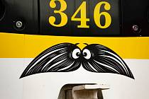 V listopadu jezdily Plzní tramvaje, autobusy a trolejbusy s kníry.