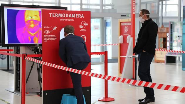 Návštěvníky Techmania Science Center v Plzni prověří kamera s termovizí.
