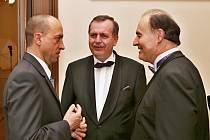 Zleva: Ředitel Fakultní nemocnice Plzeň Václav Šimánek, rektor Univerzity Karlovy Tomáš Zima a děkan Lékařské fakulty UK v Plzni Boris Kreuzberg