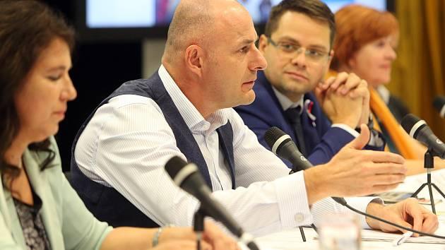 Setkání s hejtmanem Plzeňského kraje Josefem Bernardem (uprostřed)