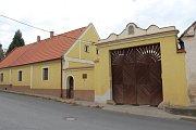 Po zahájení nedělních oslav se mohli obyvatelé i návštěvníci Dýšiny vydat na vycházku po místních památkách, kterou vedla Pavla Velleková.