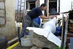 23. srpna 2002, likvidace následků povodní v Doudlevcích