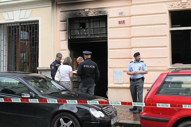 Požár bytového domu ve Farského ulici v Plzni