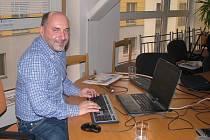 Tomáš Paclík, majitel FC Viktorie Plzeň, člen výkonného výboru a kandidát na předsedu FAČR odpovídal v sobotu v budově Plzeňského deníku na otázky čtenářů při online rozhovoru.