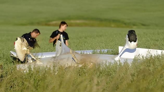 V Letkově havarovalo jednomístné letadlo, pilot nehodu přežil