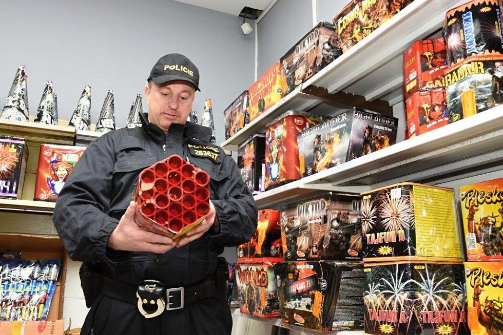 Kontrola obchodů s pyrotechnikou.