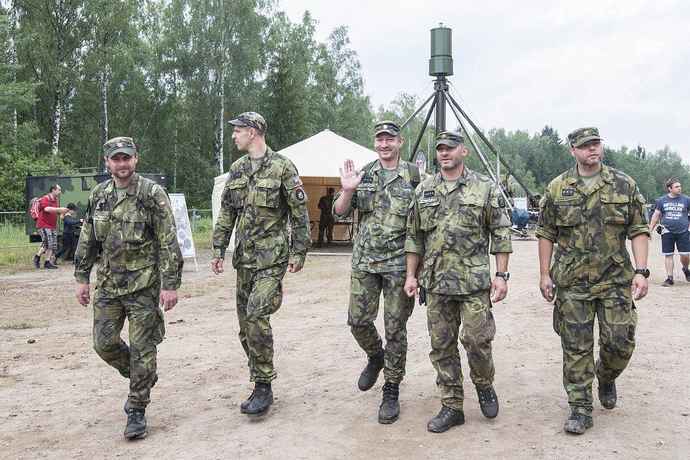 Vojenská přehlídka BAHNA.