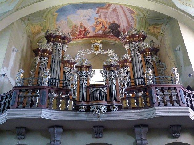 Barokní varhany z kostela sv. Vojtěcha ve Vejprnicích postrádají píšťaly. Místní nadšenci usilují o jejich záchranu