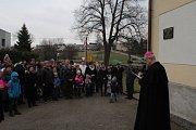 V Chocenicích odhalili pamětní desku ke stoletému výročí narození rodáka Václava Vaněčka