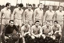 Miloslav Ziegler při svém prvním působení v Plzni. Na snímku  stojí první zleva, vedle něj Plass, M. Štrunc, Svidenský, Vacín, Lopata. Sedící zleva Fr. Čaloun, Steinigel, Mudra, Böhm, Bohatý
