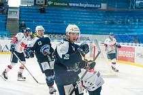 Přípravné utkání s Motorem odehrál Petr Kodýtek (vpravo) premiérově s kapitánským céčkem na dresu.