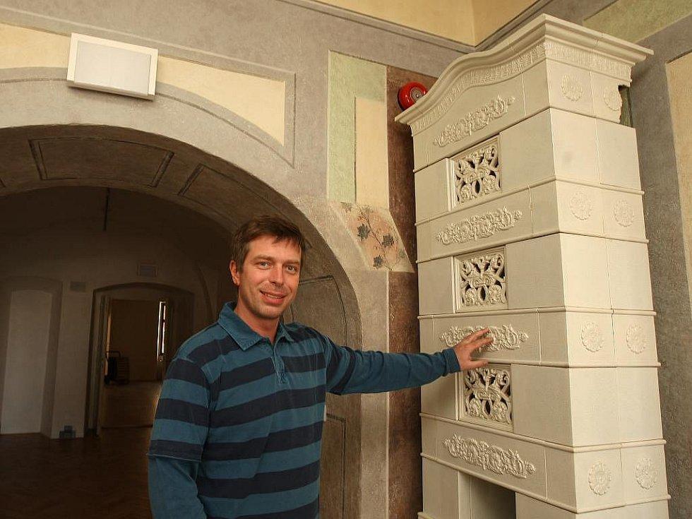 Budoucí Muzeum loutek v Plzni. Na snímku je radní Petr Rund.