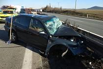 Na dálnici D5 se čelně střetla dvě osobní auta.