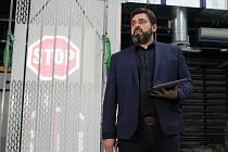 Josef Pihera z plzeňské elektrotechnické fakulty představuje prototyp nové uzávěry silničních tunelů, který by doplnil stávající systém zabezpečení.
