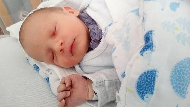 Petr Rous z Červeného Poříčí se narodil 19. března 2021 v klatovské porodnici mamince Jaroslavě a tatínkovi Petrovi. Po příchodu na svět vážil 3230 gramů.