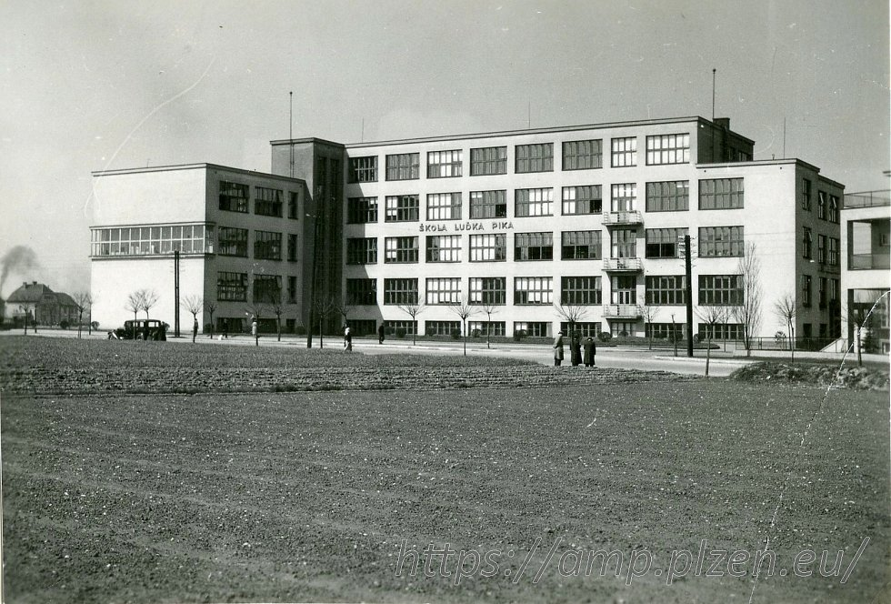 Škola Luďka Pika v první polovině 20. století. Dnes Gymnázium Luďka Pika.