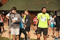 Na start se v sobotu postavilo 86 mužů, žen a dětí, aby zdolali pěti a desetikilometrové trasy.