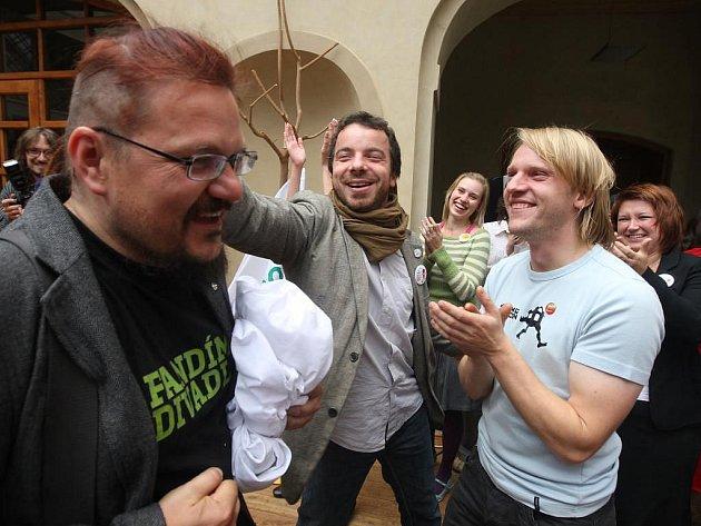 Člena týmu plzeňské kulturní kandidatury Romana Černíka ostříhala přímo na ministerstvu kultury náměstkyně Marcela Krejsová
