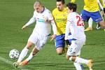 Prvoligoví fotbalisté Fastavu Zlín (ve žlutém) v rámci nedělního 8. kola FORTUNA:LIGY v domácím prostředí porazili Viktroii Plzeň 1:0 brankou Tomáše Poznara. Na snímku Buchta.