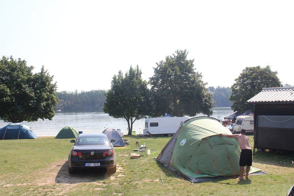 Kemp leží 15 kilometrů od Plzně u obce Lipno.