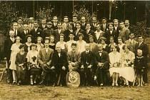 V sobotu si  v Nové Hospodě připomenou 95 let  existence tamější TJ Sokol. Na fotografii jsou zakládající členové organizace z roku 1919.