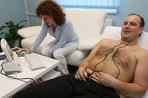 Václav Pech na vyšetření krve a kardiogramu