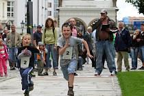 Druhý ročník Běhu pro Paraple v Plzni – benefiční sportovně společenská akce, kde běžci závodí o symbolicky vsazenou finanční částku, kterou poražený na místě věnuje na dobročinné účely, odstartoval ve čtvrtek na nádvoří pivovaru Plzeňského Prazdroje