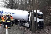 Havárie kamionu u Horní Břízy na severním Plzeňsku