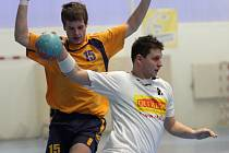 Šesti brankami přispěl k vítězství svého týmu nad Kobylisy 24:22 košutecký Martin Král (na snímku z domácího zápasu proti Zruči nad Sázavou v bílém).