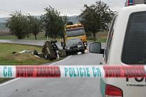 Při tragické nehodě u Nezvěstic zemřel řidič Škody 120
