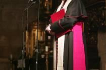 Biskup František Radkovský při bohoslužbě