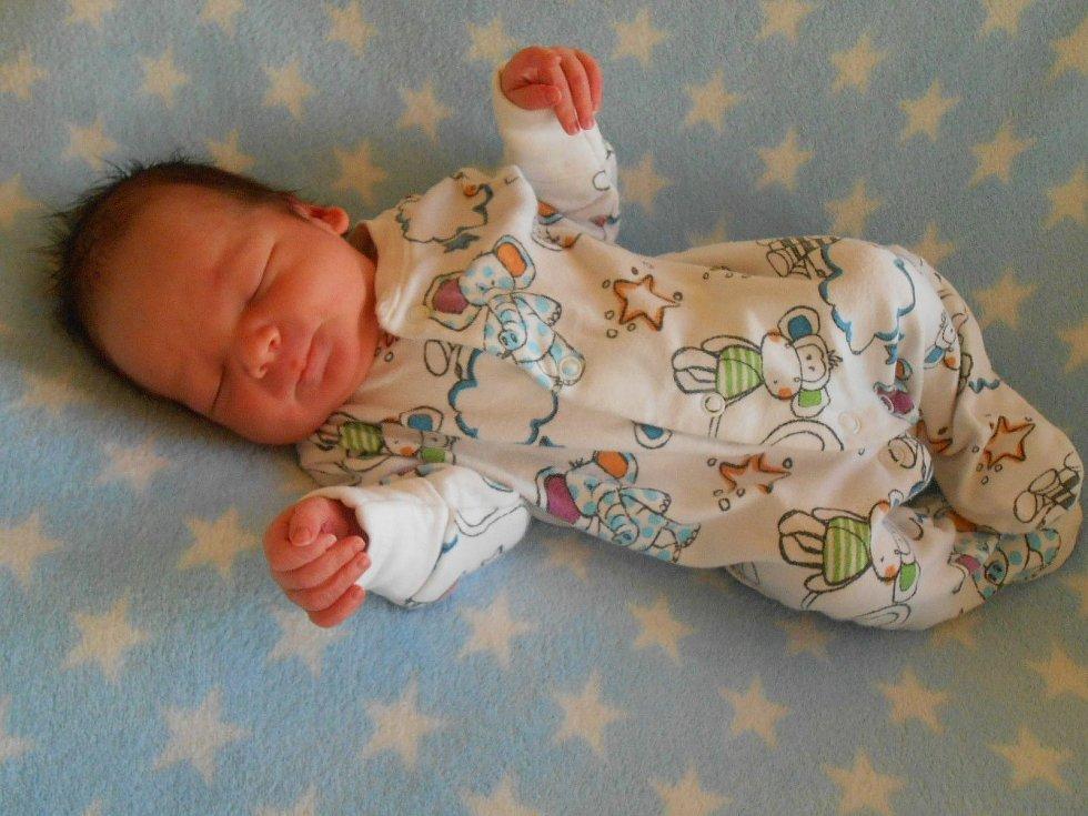 Mikuláš T. se narodil v domažlické porodnici 18. února 2021. Po příchodu na svět vážil 2850 gramů a měřil 48 centimetrů.