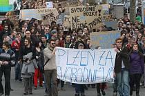 Protestní pochod studentů proti reformám vysokých škol