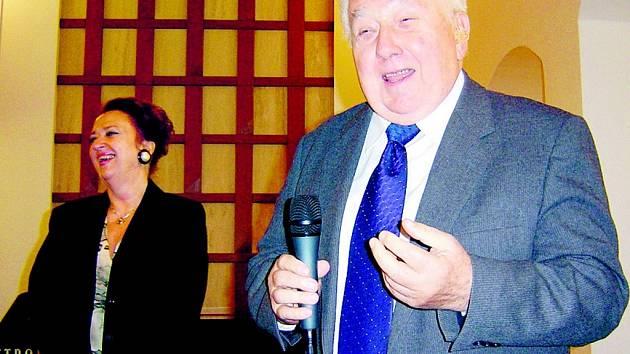 Zdeněk Jankovský s manželkou Martou Cihelníkovou se rádi do Plzně vraceli. Snímek je z  besedy v plzeňských Masných krámech, která se uskutečnila v rámci cyklu Herecká setkání