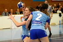 Veronika Mudrová (s míčem) kvůli zranění odstoupila ze hry na začátku utkání