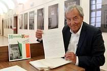 Fotograf Pavel Kopp věnoval Studijní a věděcké knihovně rukopis knihy Miroslava Horníčka Chvilky s Itálií, pro kterou poskytl Horníčkovi své fotografie z Itálie kde pracovně pobýval.