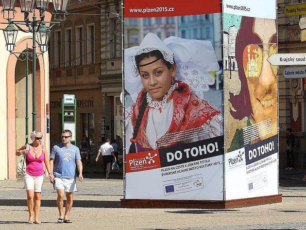 Plakáty oznamující, že Plzeň je kandidátem na Evropské hlavní město kultury pro rok 2015 jsou již minulostí
